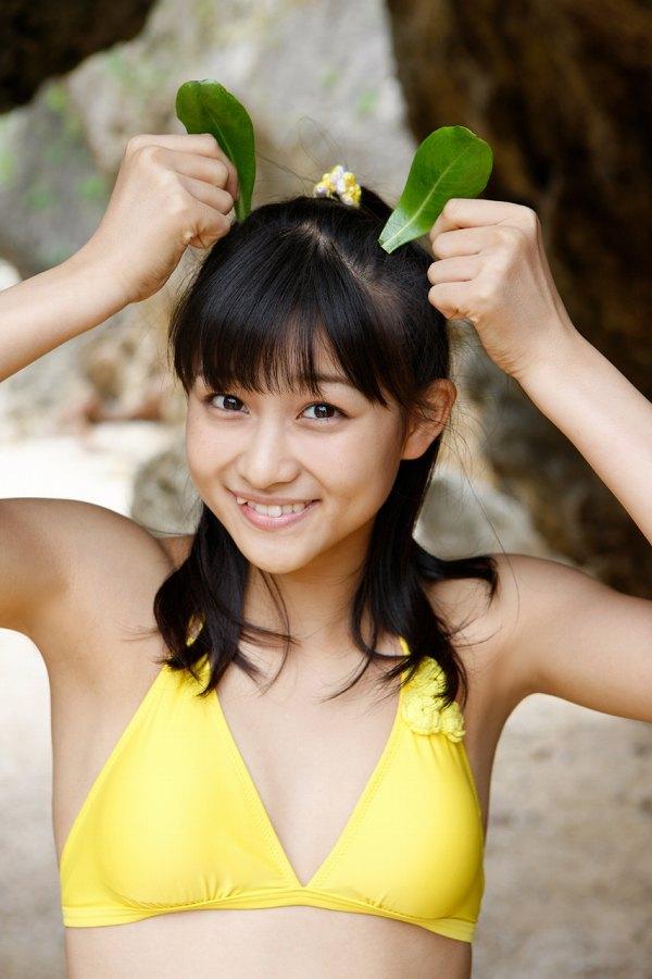 【和田彩花グラビア画像】元ハロプロアイドルの可愛くて健康的なビキニ姿 36