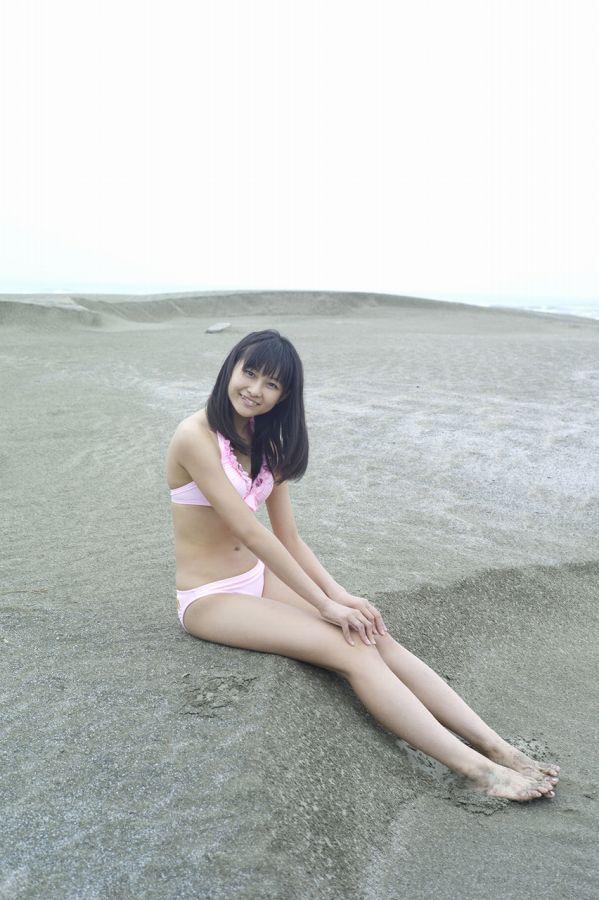 【和田彩花グラビア画像】元ハロプロアイドルの可愛くて健康的なビキニ姿 53