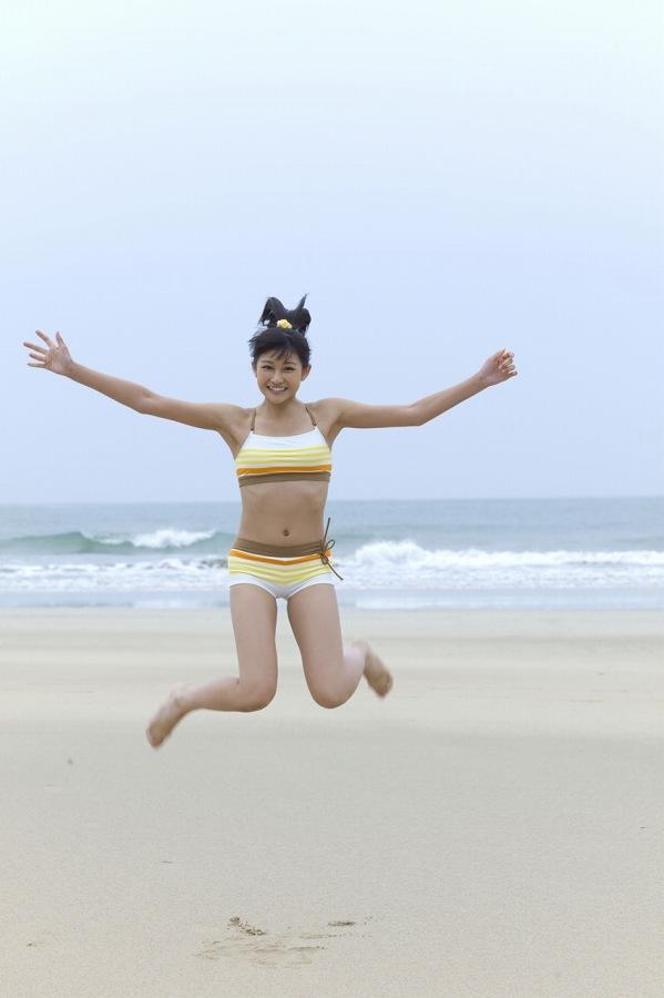 【和田彩花グラビア画像】元ハロプロアイドルの可愛くて健康的なビキニ姿 56