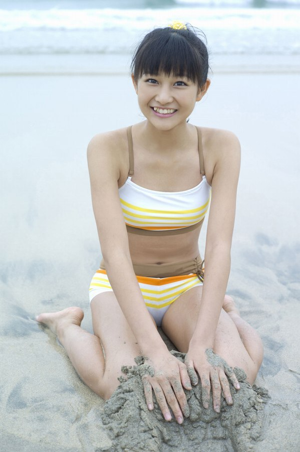 【和田彩花グラビア画像】元ハロプロアイドルの可愛くて健康的なビキニ姿 67