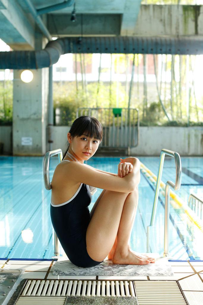 【和田彩花グラビア画像】元ハロプロアイドルの可愛くて健康的なビキニ姿 71