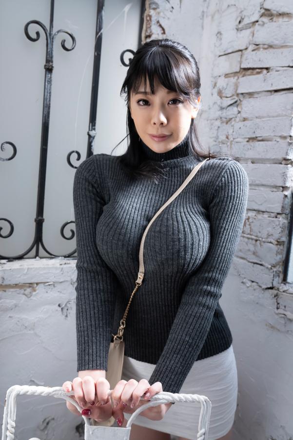 【伊藤椿キャプ画像】KカップとかいうAV女優みたいなデカさのグラドルw 67