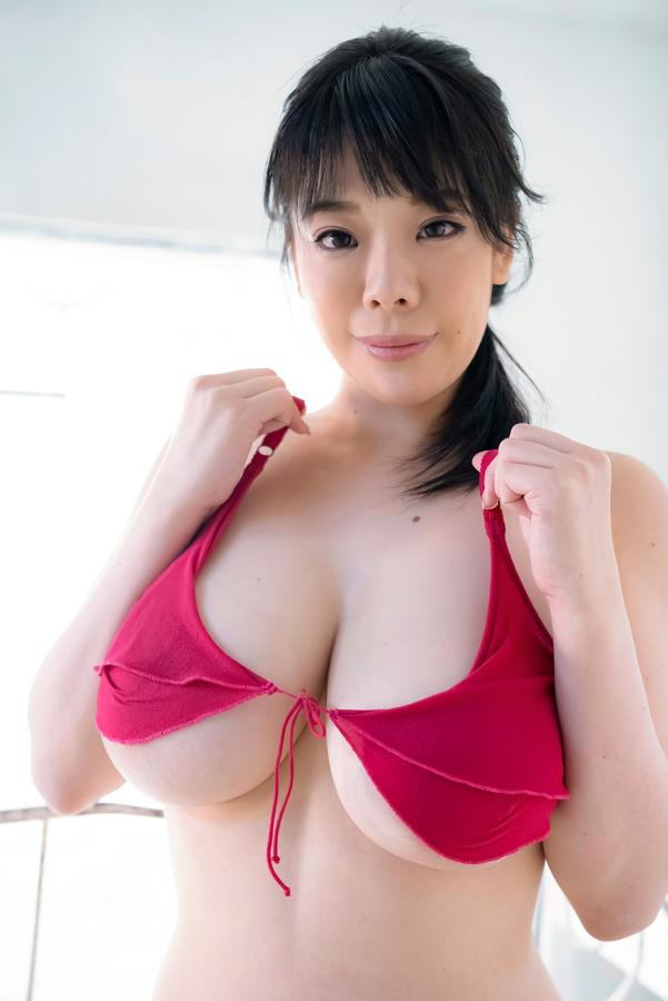 【伊藤椿キャプ画像】KカップとかいうAV女優みたいなデカさのグラドルw 69