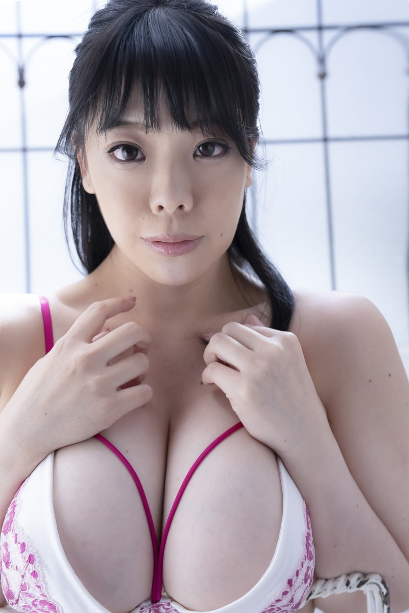 【伊藤椿キャプ画像】KカップとかいうAV女優みたいなデカさのグラドルw 72