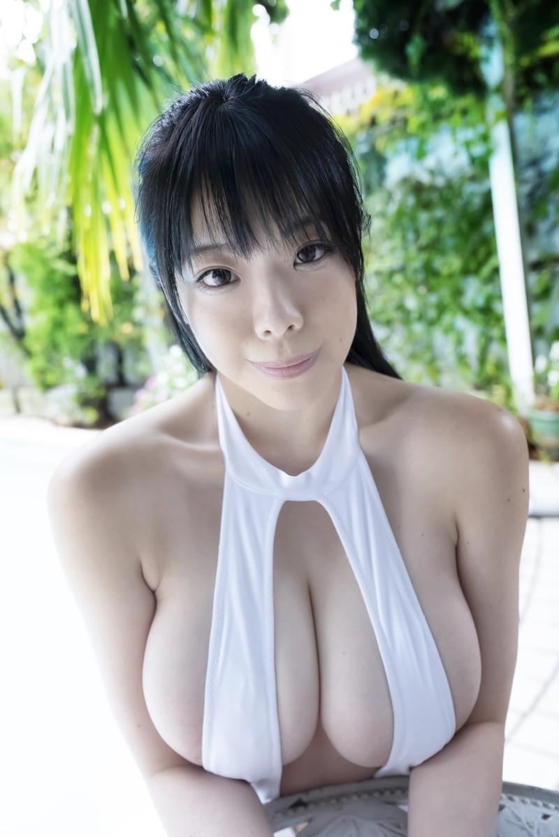 【伊藤椿キャプ画像】KカップとかいうAV女優みたいなデカさのグラドルw 73