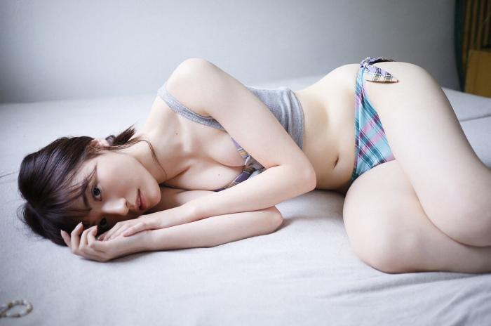 【吉井美優グラビア画像】アイドルグループ所属のスレンダー美女がエロい