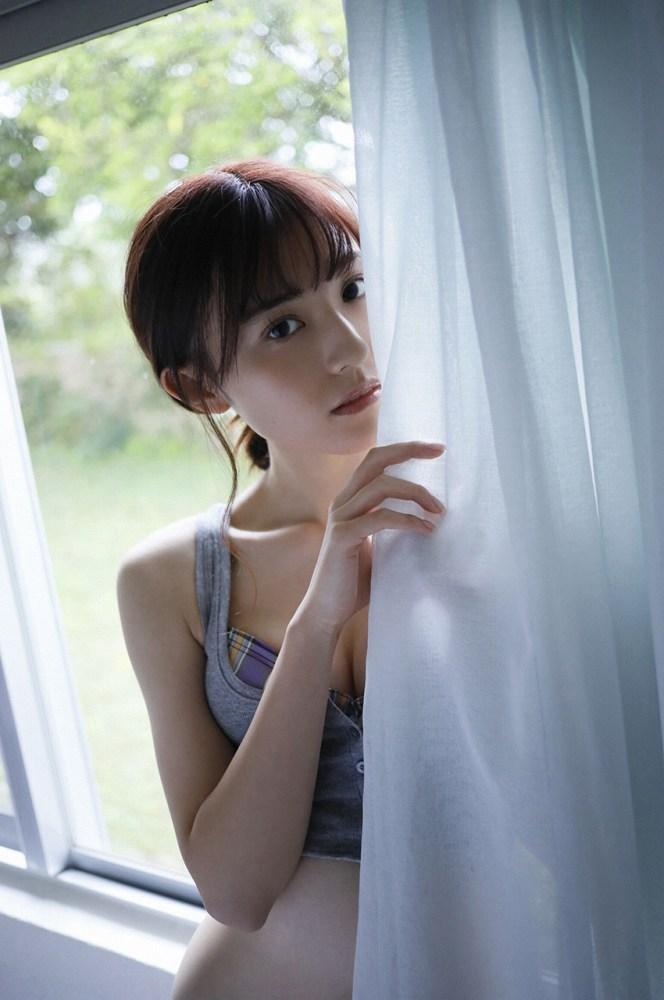 【吉井美優グラビア画像】アイドルグループ所属のスレンダー美女がエロい 57
