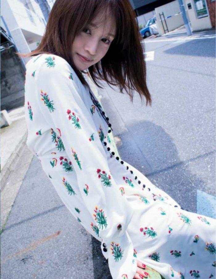 【わたなべ麻衣エロ画像】読モ時代にブレイクした美人モデルのセミヌード 23