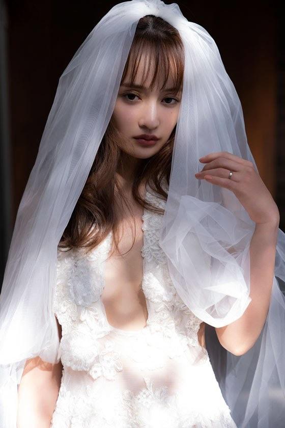 【わたなべ麻衣エロ画像】読モ時代にブレイクした美人モデルのセミヌード 37