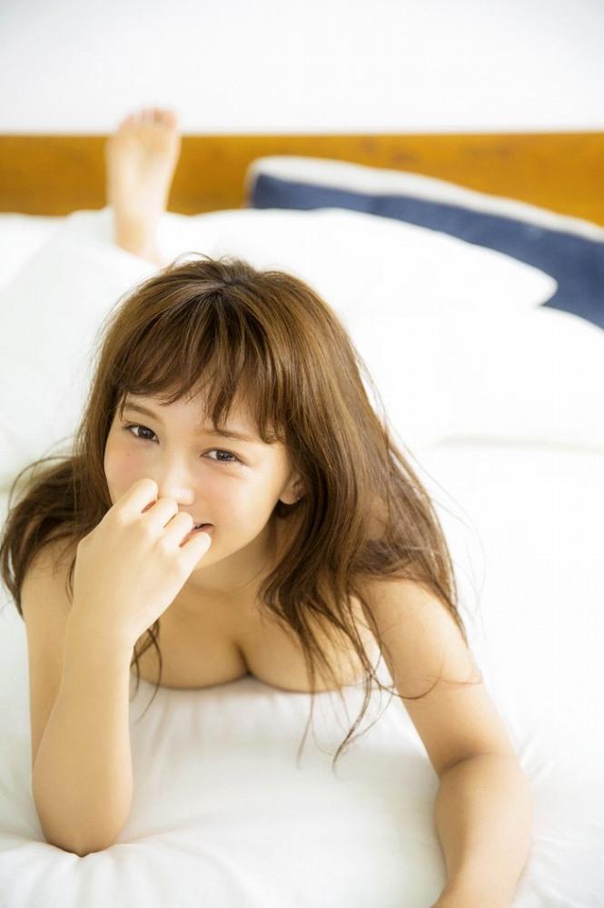【わたなべ麻衣エロ画像】読モ時代にブレイクした美人モデルのセミヌード 48