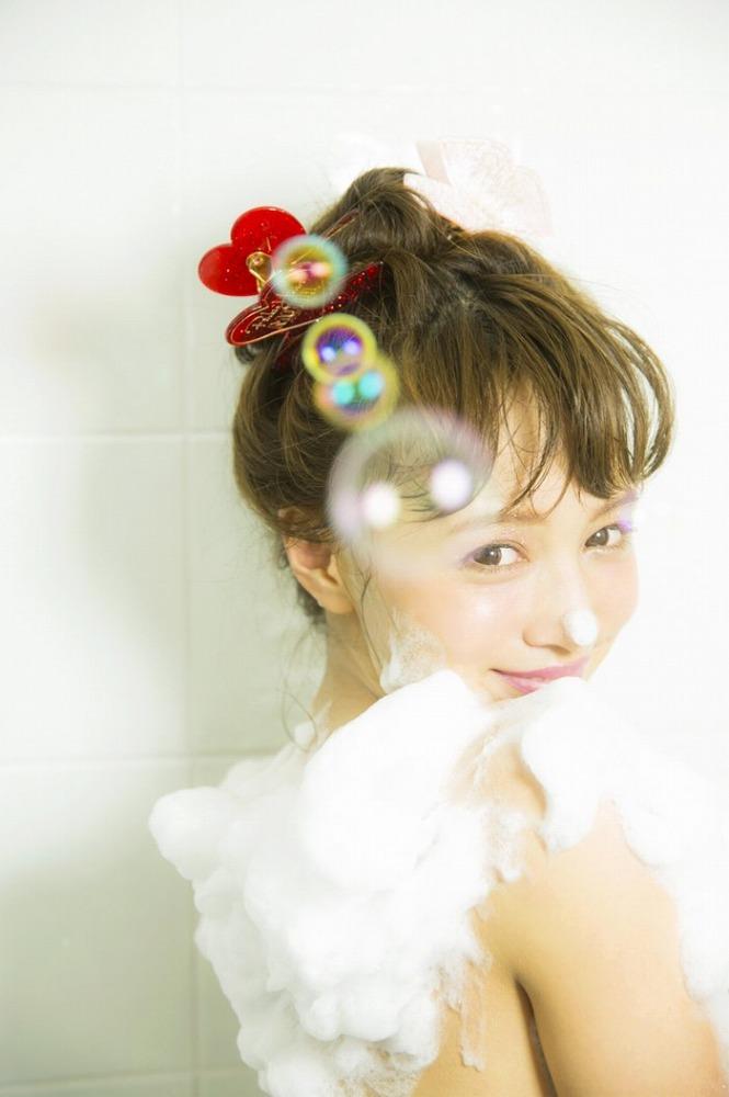 【わたなべ麻衣エロ画像】読モ時代にブレイクした美人モデルのセミヌード 50