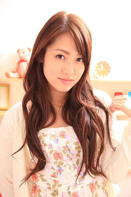 【璃乃エロ画像】Eカップ巨乳と巨尻が自慢のアイドル兼グラドルお姉さん 05