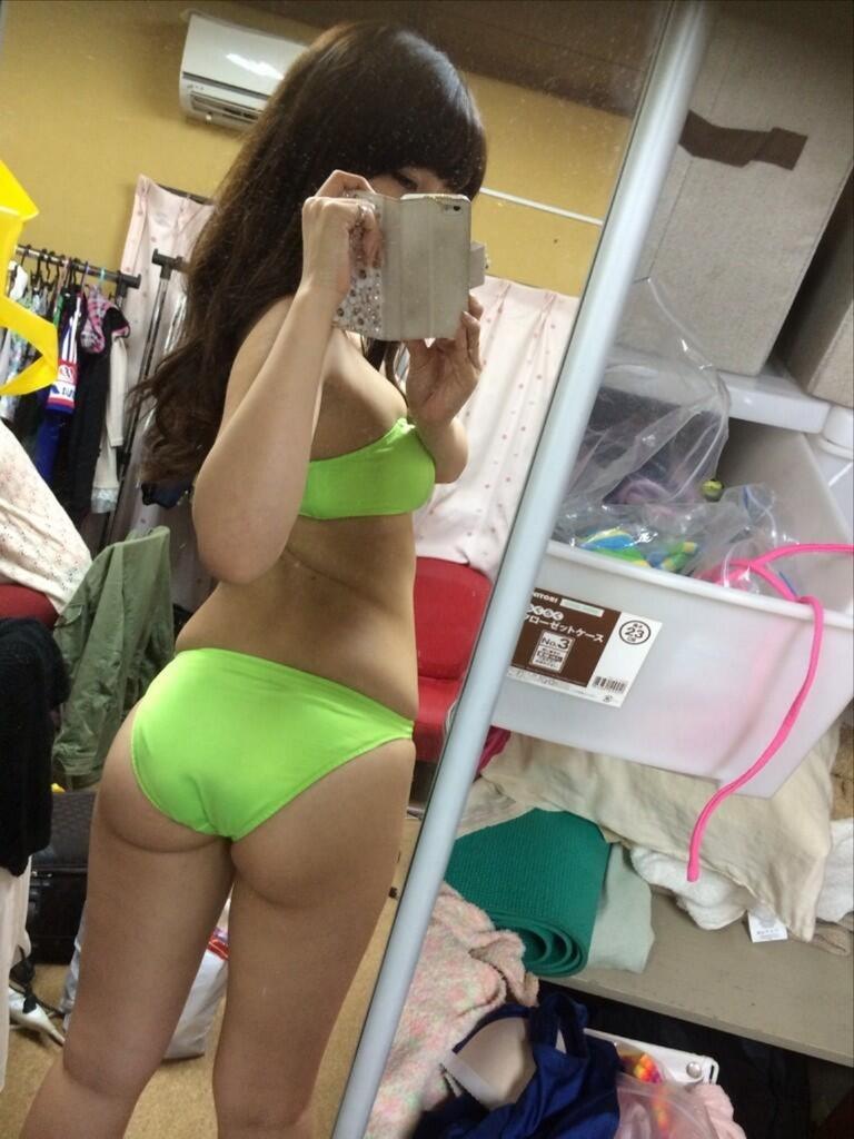 【璃乃エロ画像】Eカップ巨乳と巨尻が自慢のアイドル兼グラドルお姉さん 52