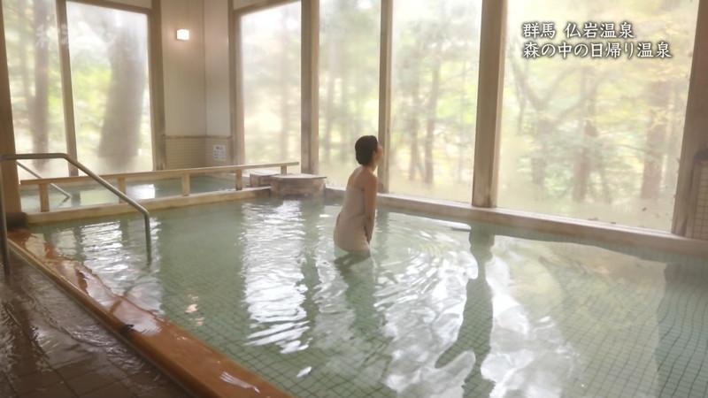 【温泉エロ画像】秘湯ロマンとかいう堂々と入浴シーンを見せてくれる番組w 72