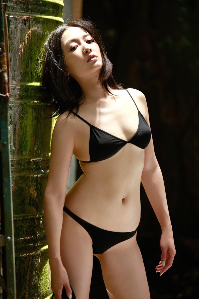 【杏さゆりエロ画像】アラフォー近くになってグラビア復帰してきた美熟女 03