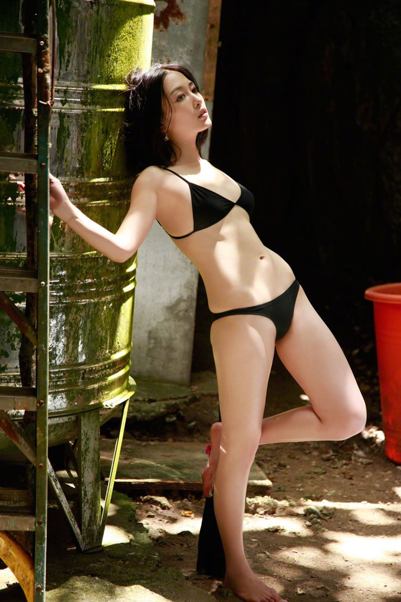 【杏さゆりエロ画像】アラフォー近くになってグラビア復帰してきた美熟女 05