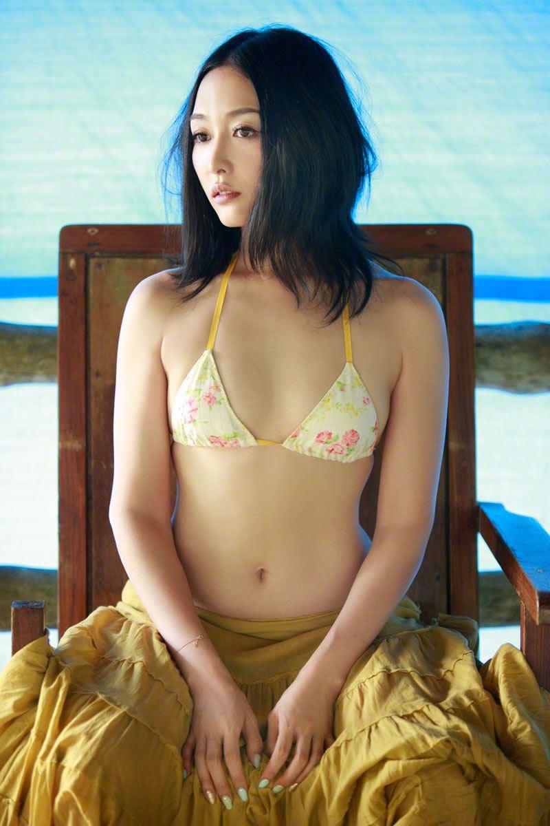 【杏さゆりエロ画像】アラフォー近くになってグラビア復帰してきた美熟女 20