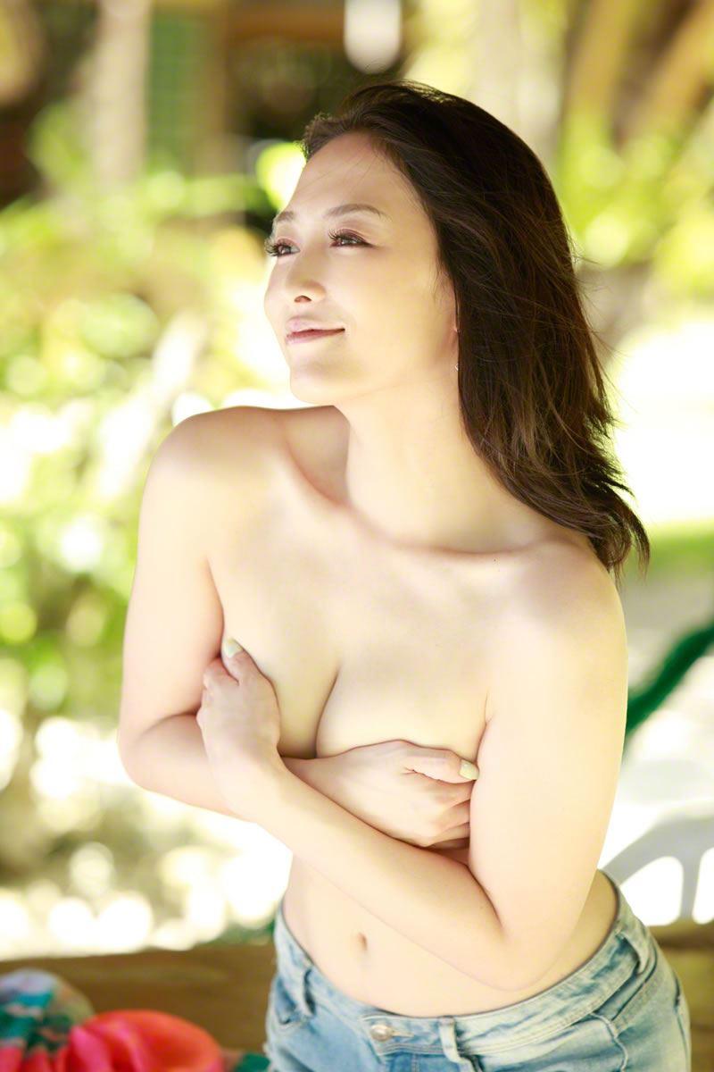 【杏さゆりエロ画像】アラフォー近くになってグラビア復帰してきた美熟女 46