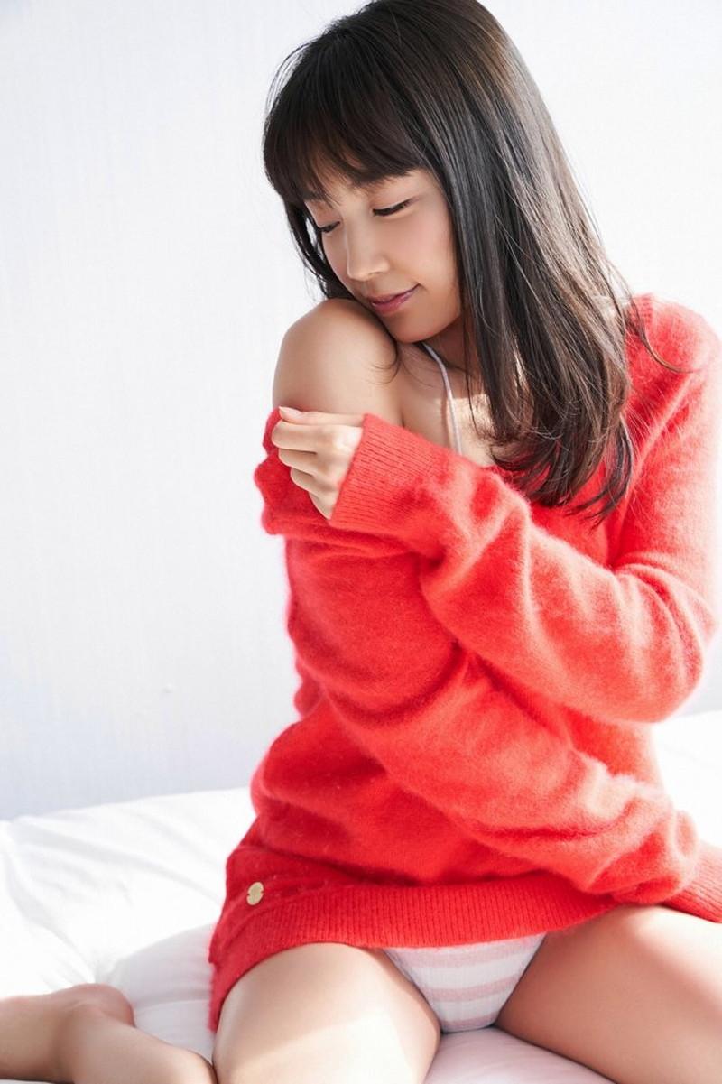 【黒木ひかりグラビア画像】キリッと太眉が意外と可愛いハタチの美少女JK 13