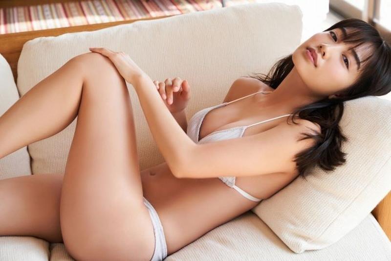 【黒木ひかりグラビア画像】キリッと太眉が意外と可愛いハタチの美少女JK 47
