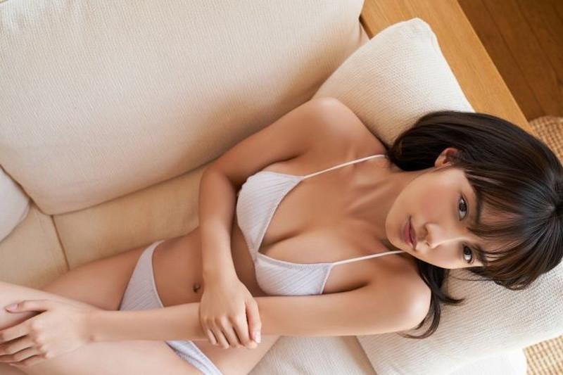 【黒木ひかりグラビア画像】キリッと太眉が意外と可愛いハタチの美少女JK 48
