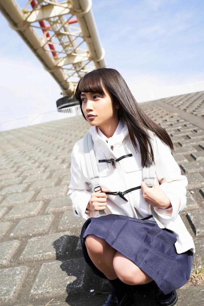 【黒木ひかりグラビア画像】キリッと太眉が意外と可愛いハタチの美少女JK 52