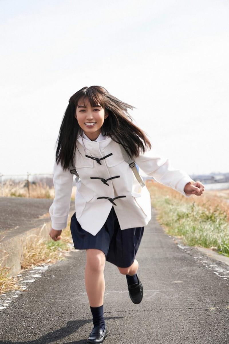 【黒木ひかりグラビア画像】キリッと太眉が意外と可愛いハタチの美少女JK 54