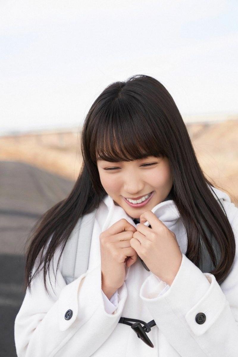 【黒木ひかりグラビア画像】キリッと太眉が意外と可愛いハタチの美少女JK 55