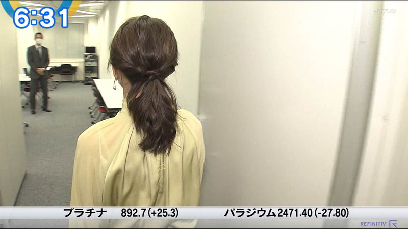 【女子アナキャプ画像】テレ東アナウンサーの着衣おっぱいと透けブラ! 03