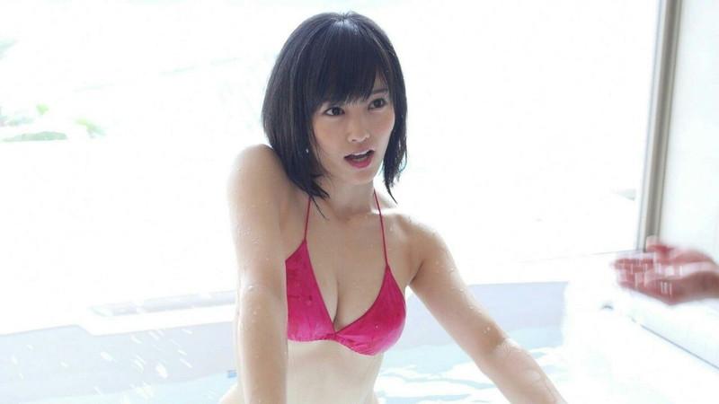 【山本彩キャプ画像】シェイプアップしたくびれボディが綺麗でエロい! 32