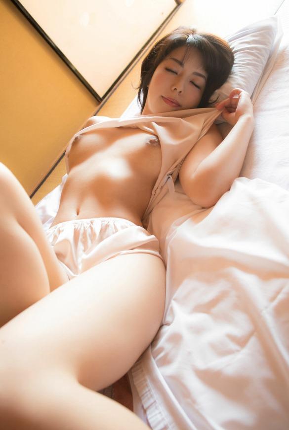 【永岡怜子ヌード画像】Gカップ巨乳ボディをヘアヌードで魅せつけるエロ美女 13