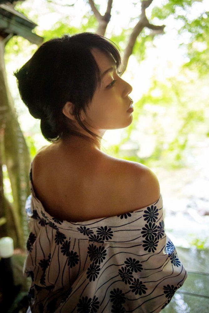 【永岡怜子ヌード画像】Gカップ巨乳ボディをヘアヌードで魅せつけるエロ美女 25