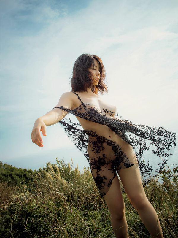 【永岡怜子ヌード画像】Gカップ巨乳ボディをヘアヌードで魅せつけるエロ美女 28