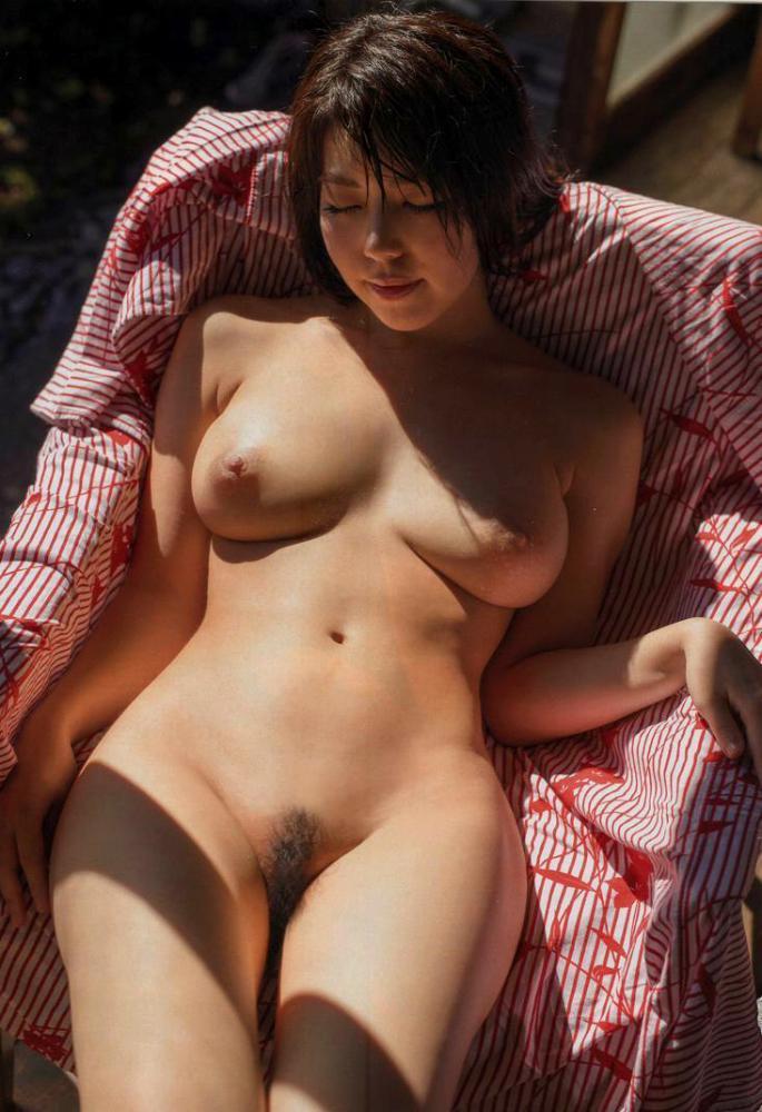 【永岡怜子ヌード画像】Gカップ巨乳ボディをヘアヌードで魅せつけるエロ美女 32