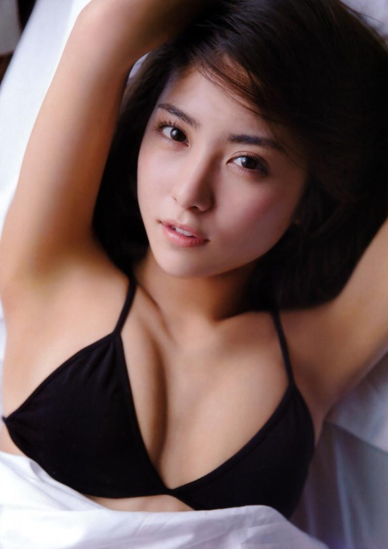 【石川恋グラビア画像】高身長なスレンダーボディに下着姿がエロい! 10