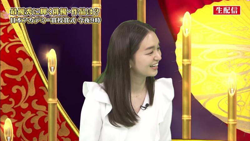 【女子アナキャプ画像】アラサーに見えない童顔アナウンサーの透け服! 11