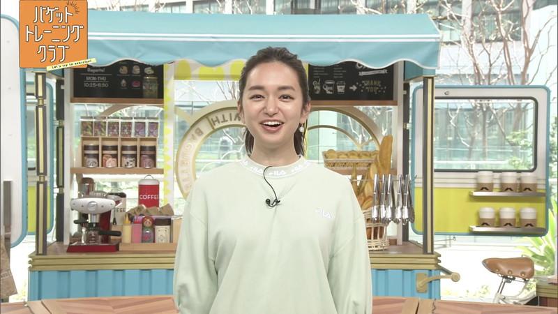 【女子アナキャプ画像】アラサーに見えない童顔アナウンサーの透け服! 17