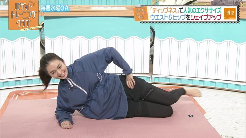 【女子アナキャプ画像】アラサーに見えない童顔アナウンサーの透け服! 38