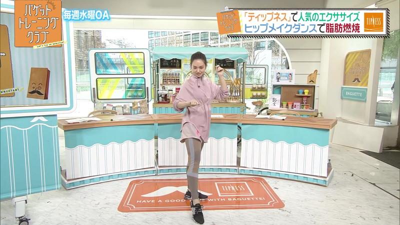 【女子アナキャプ画像】アラサーに見えない童顔アナウンサーの透け服! 54