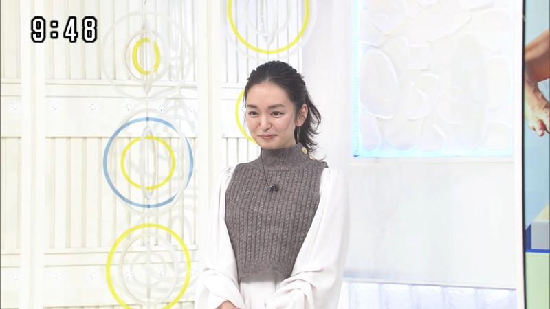 【女子アナキャプ画像】アラサーに見えない童顔アナウンサーの透け服! 70