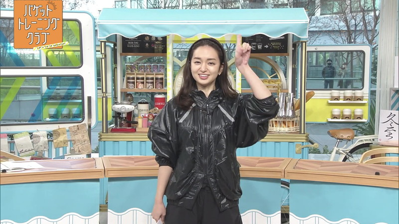 【女子アナキャプ画像】アラサーに見えない童顔アナウンサーの透け服! 72