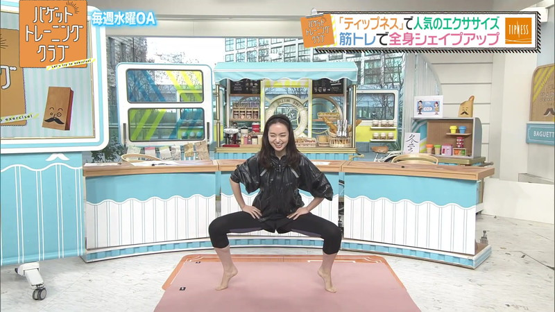 【女子アナキャプ画像】アラサーに見えない童顔アナウンサーの透け服! 73
