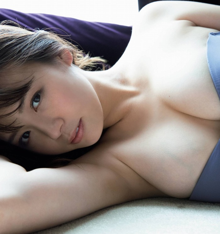 【井口綾子グラビア画像】毎朝お兄ちゃんのモーニングキスで起きるってマジかよw 09
