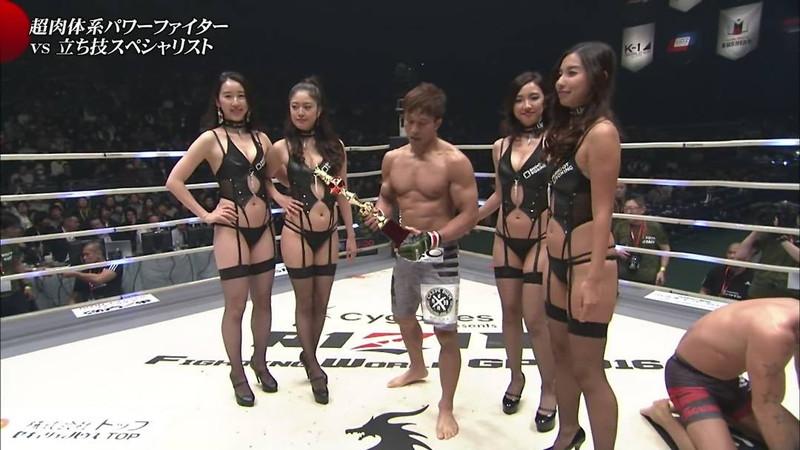 【ラウンドガールエロ画像】格闘技のリングを華やか彩る美女たち 04