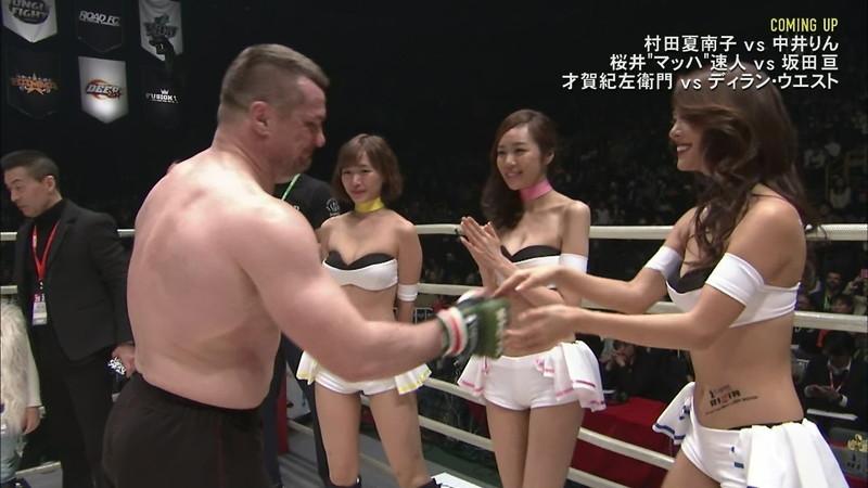 【ラウンドガールエロ画像】格闘技のリングを華やか彩る美女たち 06
