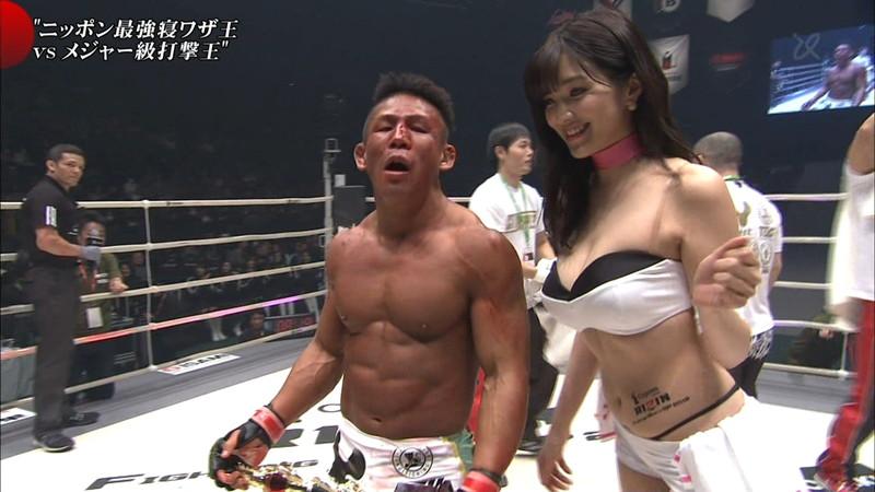 【ラウンドガールエロ画像】格闘技のリングを華やか彩る美女たち 07