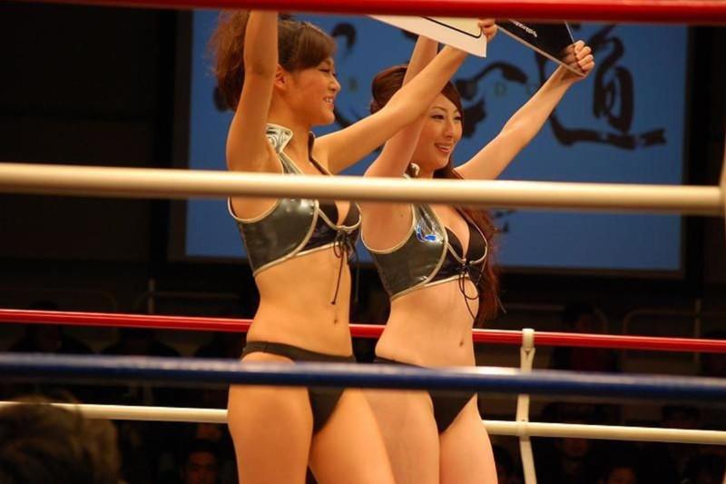 【ラウンドガールエロ画像】格闘技のリングを華やか彩る美女たち 10