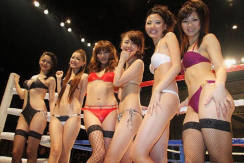【ラウンドガールエロ画像】格闘技のリングを華やか彩る美女たち 11