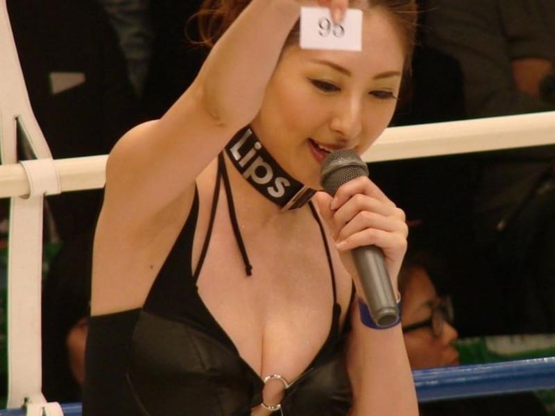 【ラウンドガールエロ画像】格闘技のリングを華やか彩る美女たち 16