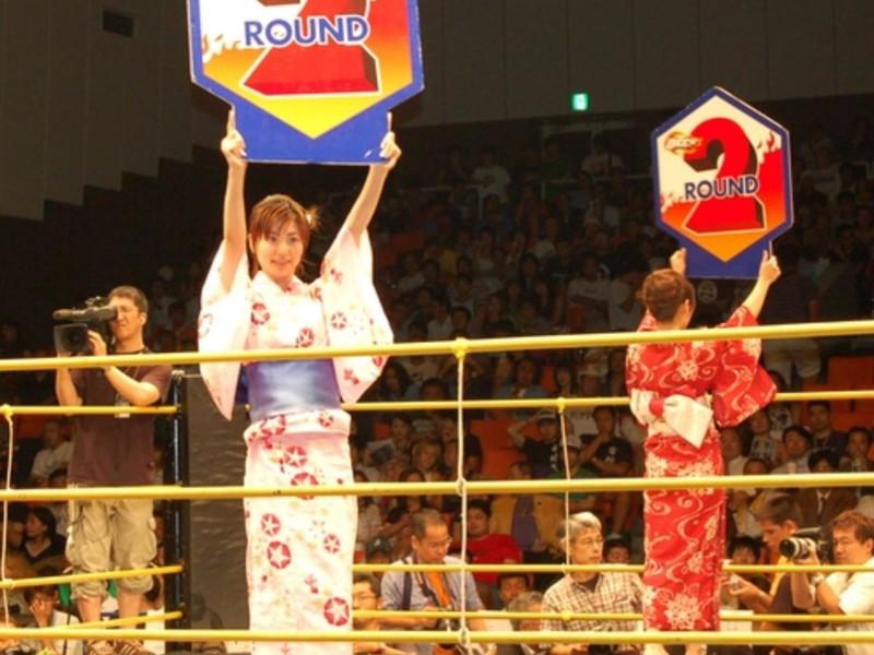 【ラウンドガールエロ画像】格闘技のリングを華やか彩る美女たち 18